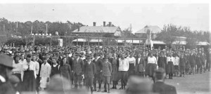 The new government secondary schools competed with the nongovernment corporates. Students at Unley High, South Australia, 1920.