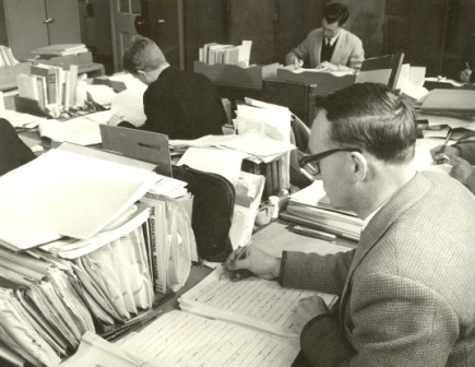 Correspondence teachers at work, Napier Street Fitzroy, 1960s. In possession of Virtual School Victoria. Used with permission.